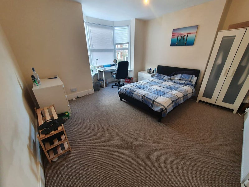 Photo 1: very LARGE bedroom (upstairs)