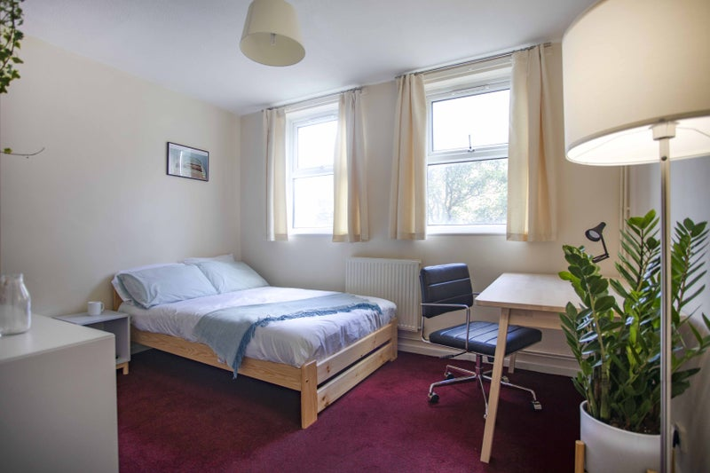 Photo 1: Room 2 £550 available April 01