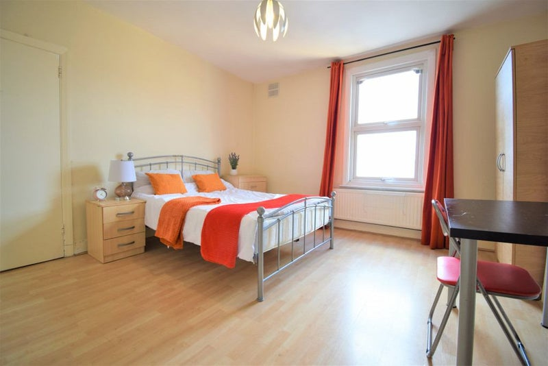 Photo 1: £195.00 per week, Double room