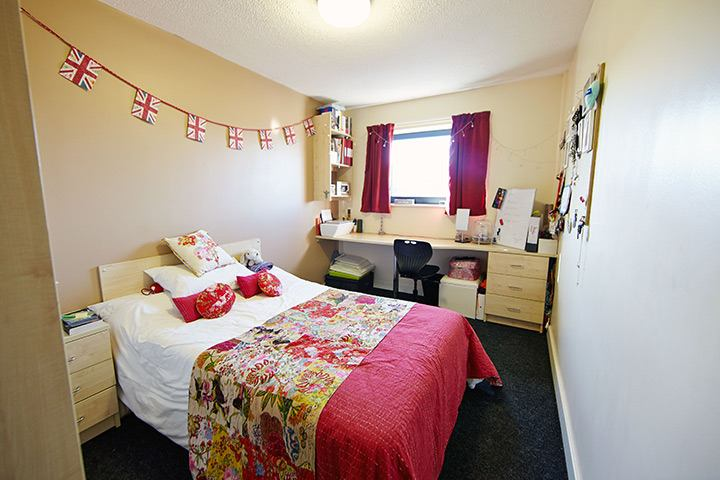 the pinnacles student accommodation room to rent from. Black Bedroom Furniture Sets. Home Design Ideas