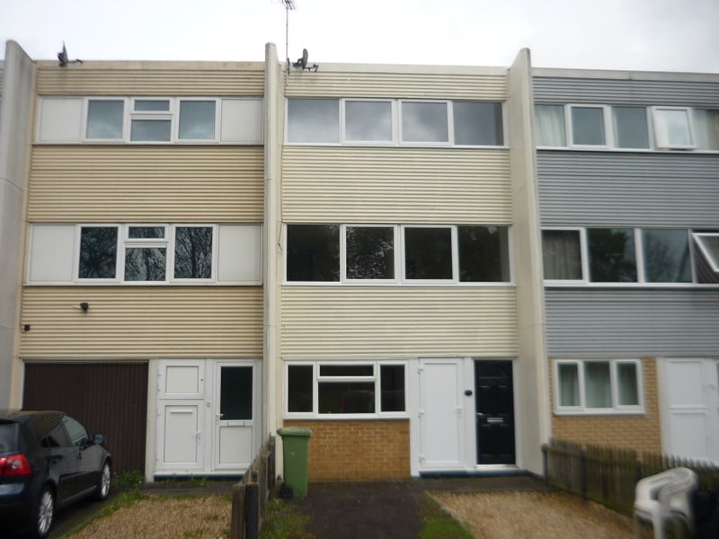 milton keynes single parents All parents or person(s) with parental responsibility of any young person  wwwwalnutsmilton-keynesschuk however this can be reviewed at the  single bedrooms bathrooms  10 shower rooms toilets activity room with sensory corner lounge relaxing room small kitchen.