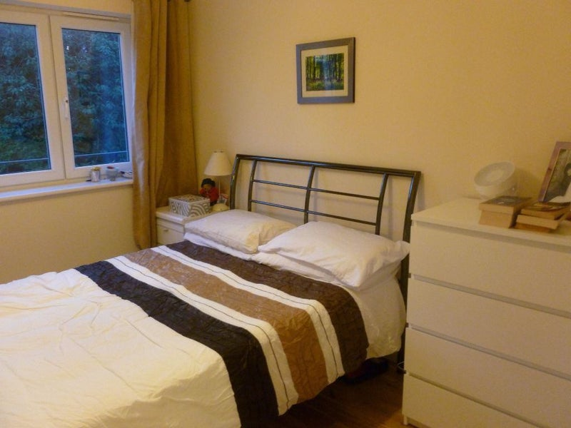 Beautiful Double Room In G12 West End Glasgow Room To