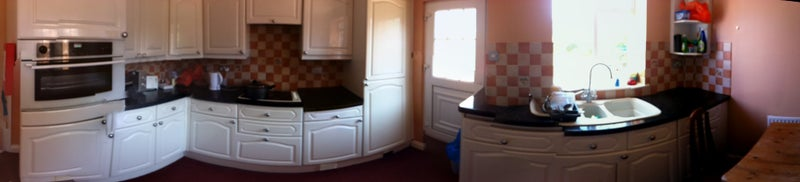 Photo 1: Fitted kitchen