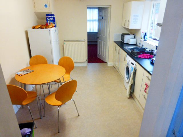 39 fully furnished single room close to yeovil town 39 room for Bedroom furniture yeovil