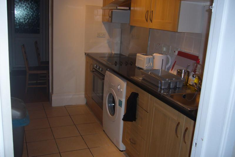 3 Lovely Double  Rooms Available for Female Profes Main Photo