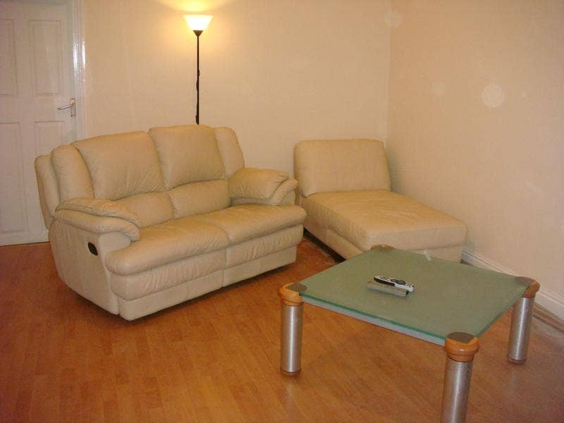 Large Dbl Bedroom Available - All Inc House Share Main Photo
