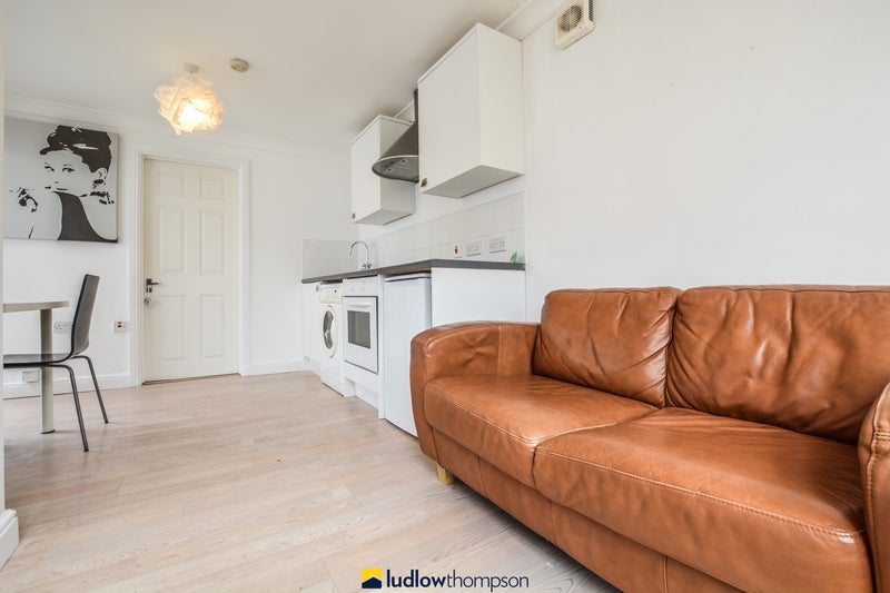 Immaculate 1 Bed flat Main Photo