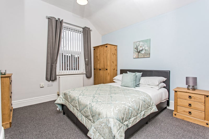Great sized double room in Bentley  Main Photo