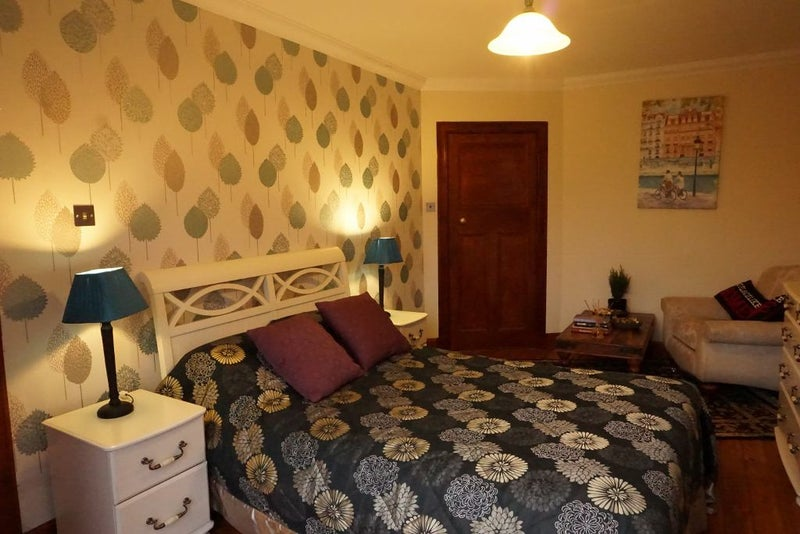 Choice of 5 rooms available in 8 bedroom household Main Photo