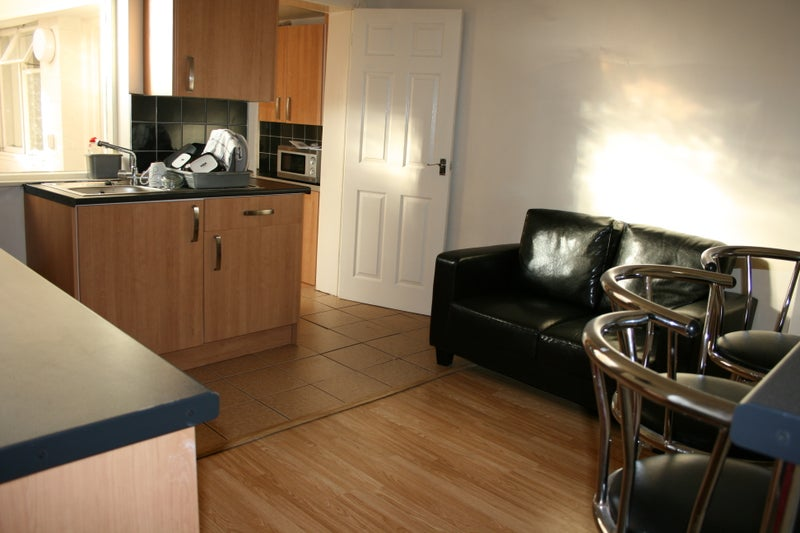Large room for single occupant in town Centre Main Photo