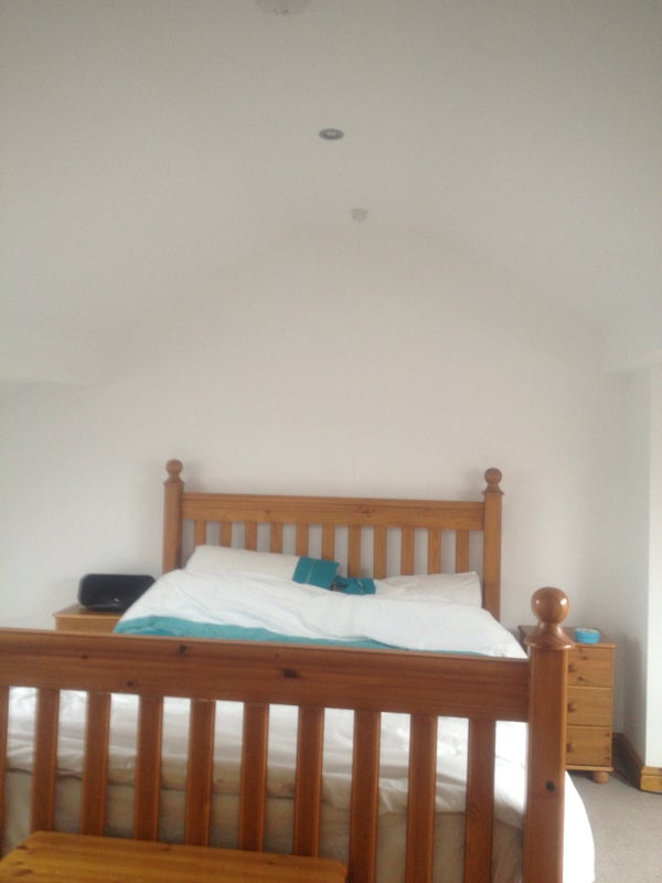 Renovated mid terrace with large double bedroom  Main Photo