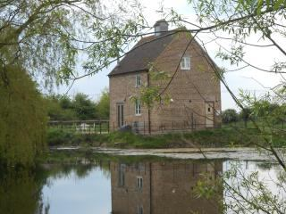 The Dovecote - 2 bedroom detached house Main Photo