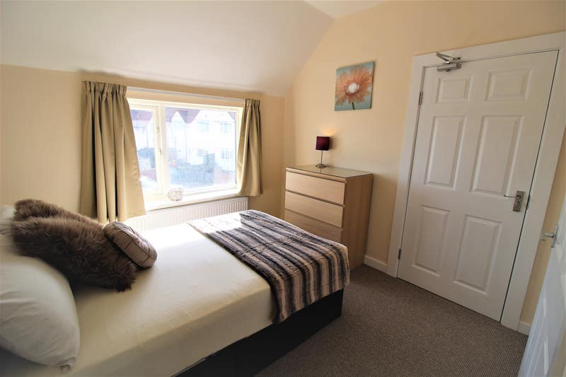 Quiet Street in Woodlands Has Rooms Available Now! Main Photo