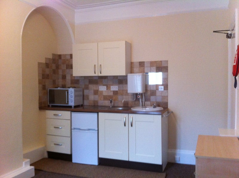Self-contained Double Bedsit. - City Centre Main Photo