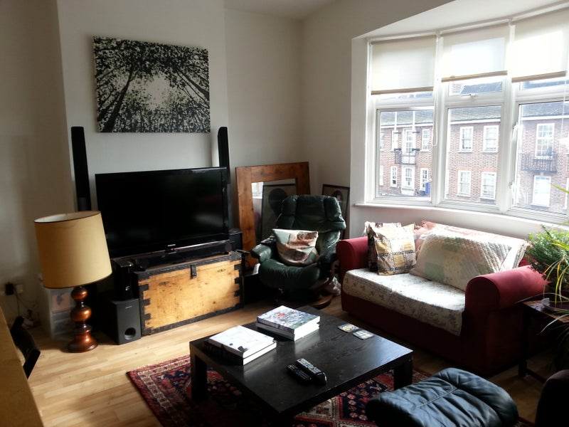 Double room in spacious, 3 bedroom flat Main Photo