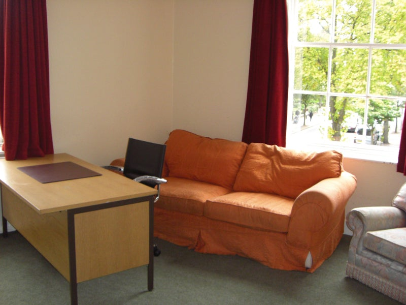Double room in shared house Main Photo