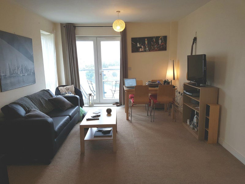 Double en suite room available in two bed flat Main Photo