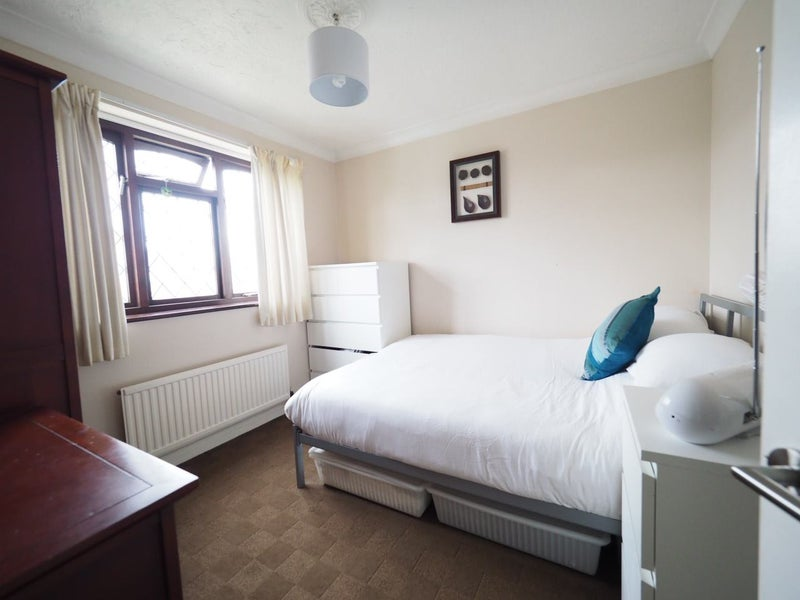 Double Room to Rent in Large 4 Bed House Main Photo