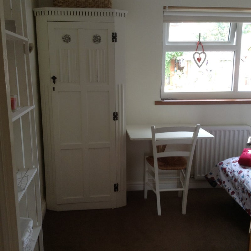 Cosy White Room all Inc near University Main Photo