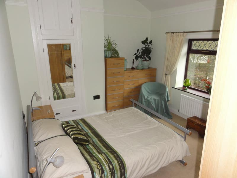 Large, double room in recently refurbished house Main Photo