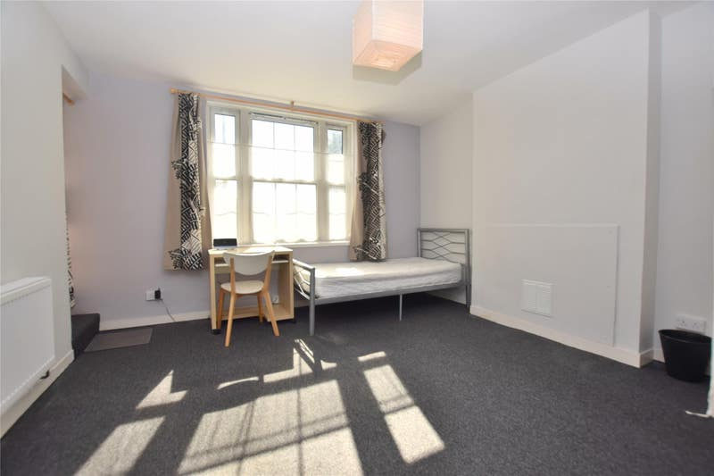 Large Bedrooms in Morden - Flat Share Main Photo