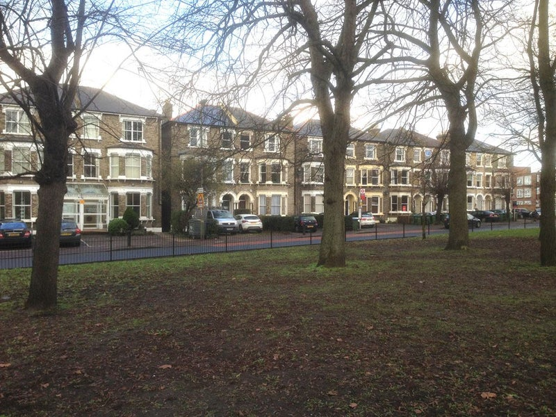 Sunny Double Rm & Mid size Dbl on Batley Park SE3 Main Photo