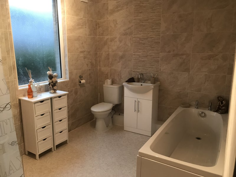 Recently refurbished rooms and bathrooms Main Photo