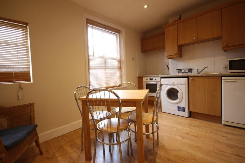 Duplex Apartment Share, newly refurbished en suite Main Photo