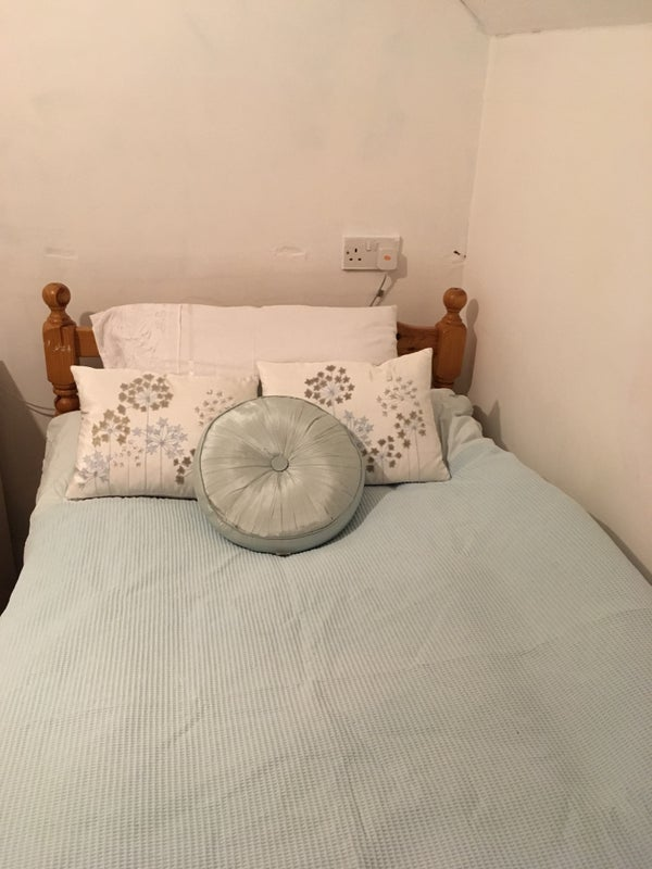 Double room  bills included. Victorian townhouse.  Main Photo