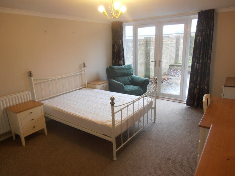 Massive double room Couples or singles No fees Main Photo