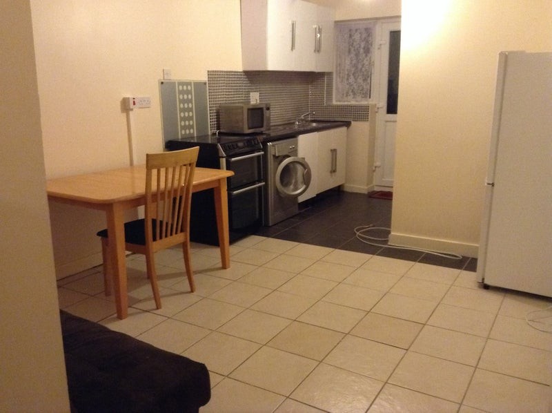 Lovely One Bedroom Apartment with All Bills Includ Main Photo
