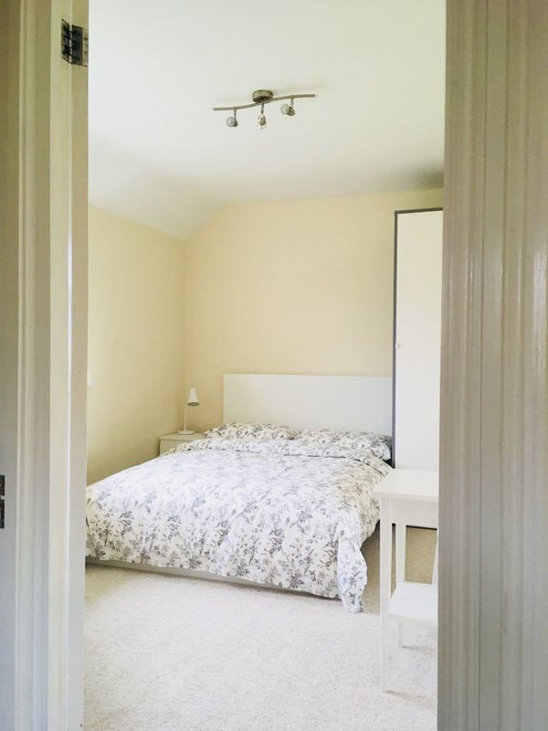 Double room in well kept house, near town centre Main Photo