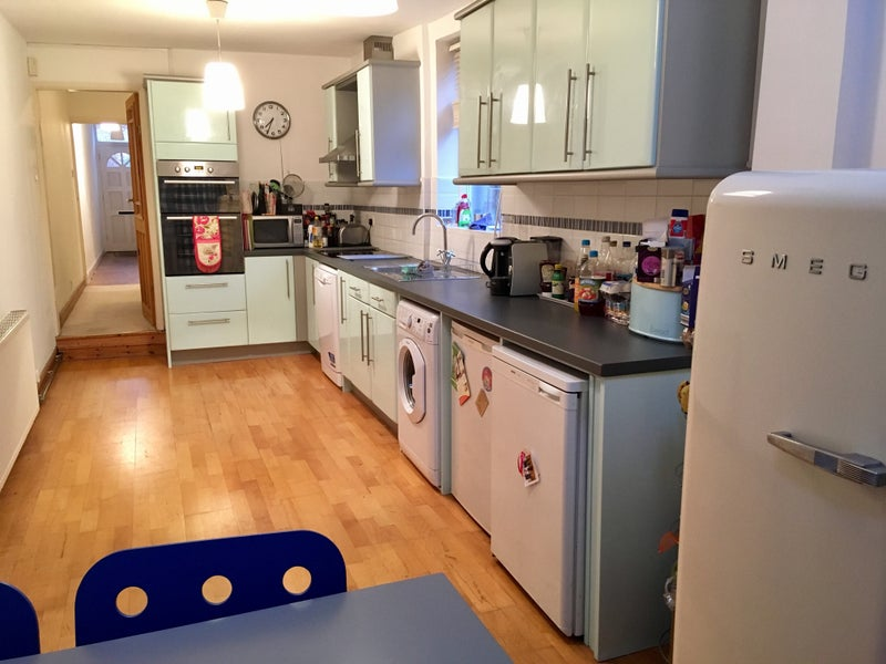 Double room to rent in a beautiful house! Main Photo