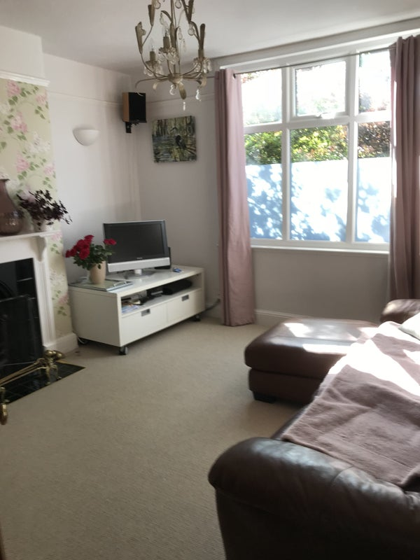 Room Too Rent in a Lovely 3 Bed Terrace,Near Town Main Photo