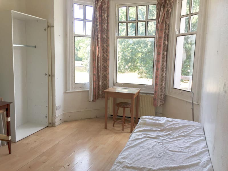 Single and Double Rooms available in North London Main Photo
