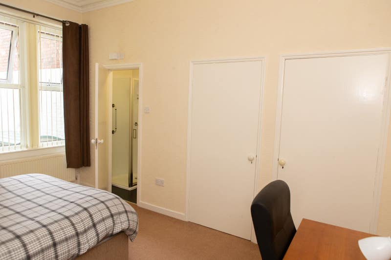 Professional & Student Lge Dble Room+Shower £100 Main Photo