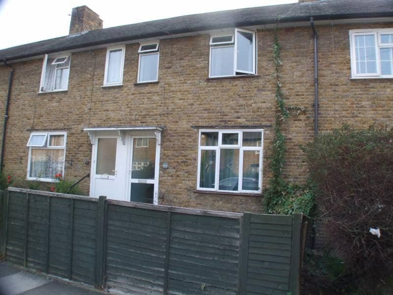 3 bed house to let Morden, London. Bills included Main Photo