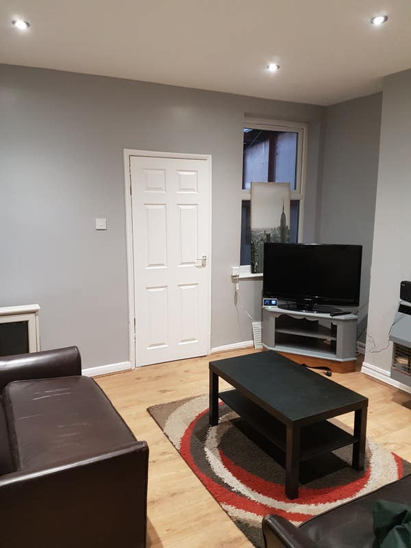 Town centre professional double rooms for let Main Photo
