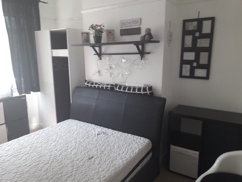 Double Room Iclude All Bills in East Croydon Main Photo