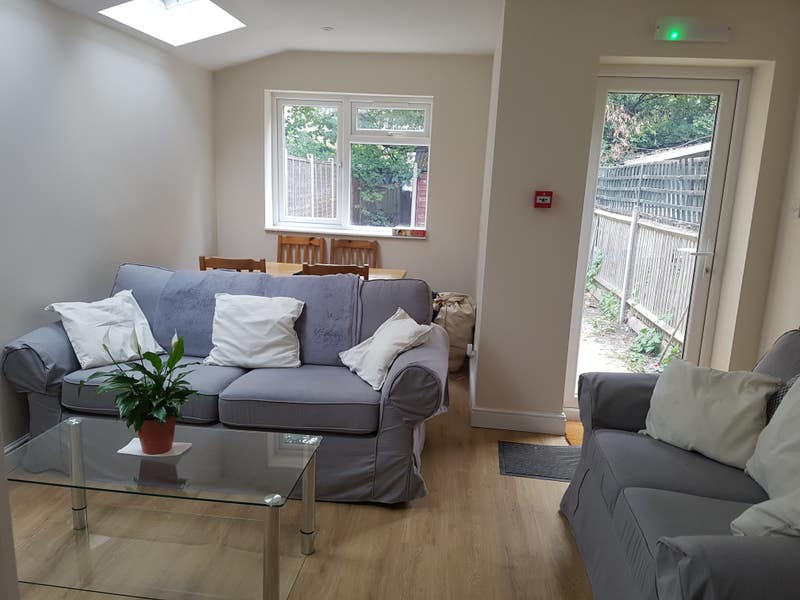 Double in friendly beautiful house with lounge Main Photo