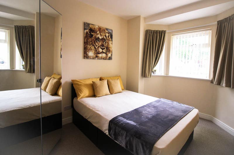 Large Double En-suite rooms in new refurb!! Main Photo