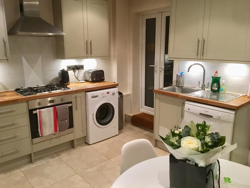 Beautiful pad in Wandsworth with 2 gardens! Main Photo