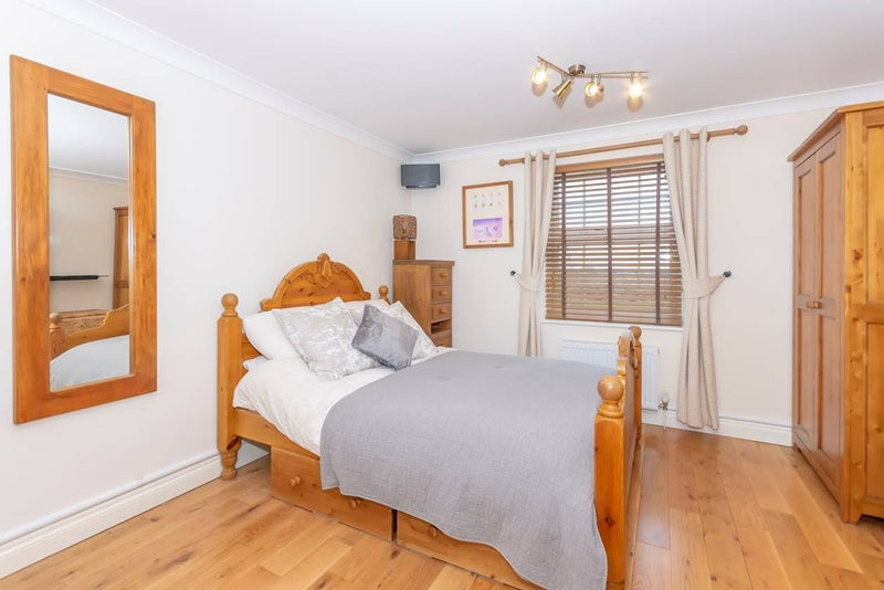 Huge Double Ensuite Room With Views Main Photo