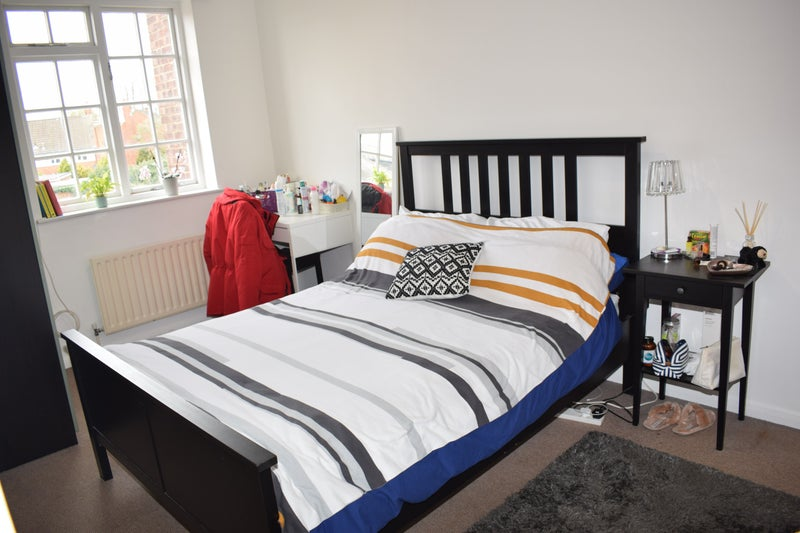 Furnished Bedroom 2 Bathrooms 5 Mins to Station Main Photo