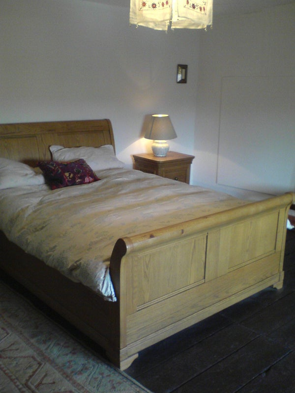 Large double room in Cottage with shared bathroom Main Photo