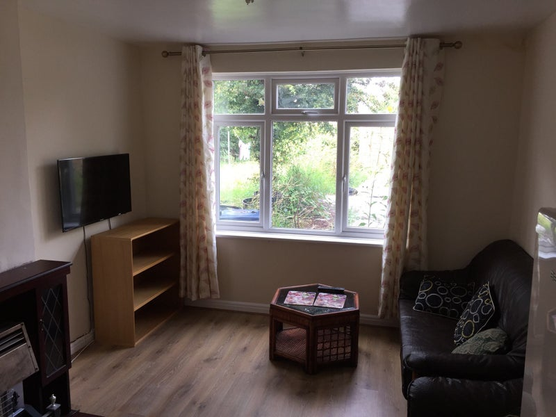 Double Room by UoB & QE- Bills & Cleaner Included Main Photo