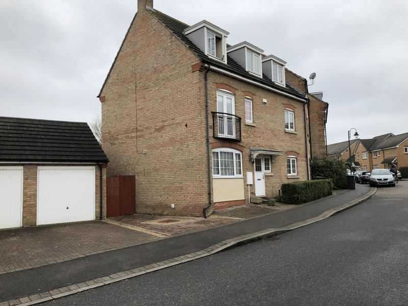 Executive house share in Hampton Hargate Main Photo