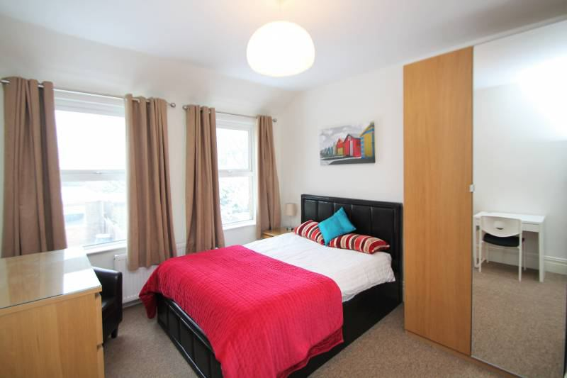 Large En-Suite w/ Double in Professional Share Main Photo