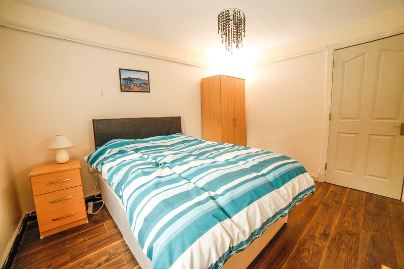 Room to let in Halesowen Now Available Main Photo
