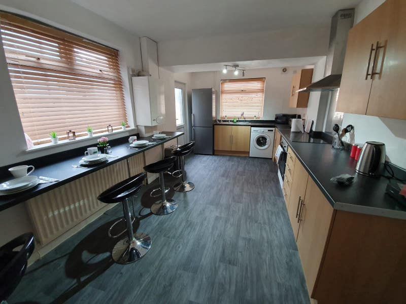 Lovely Single from £55 Close to City Centre Main Photo